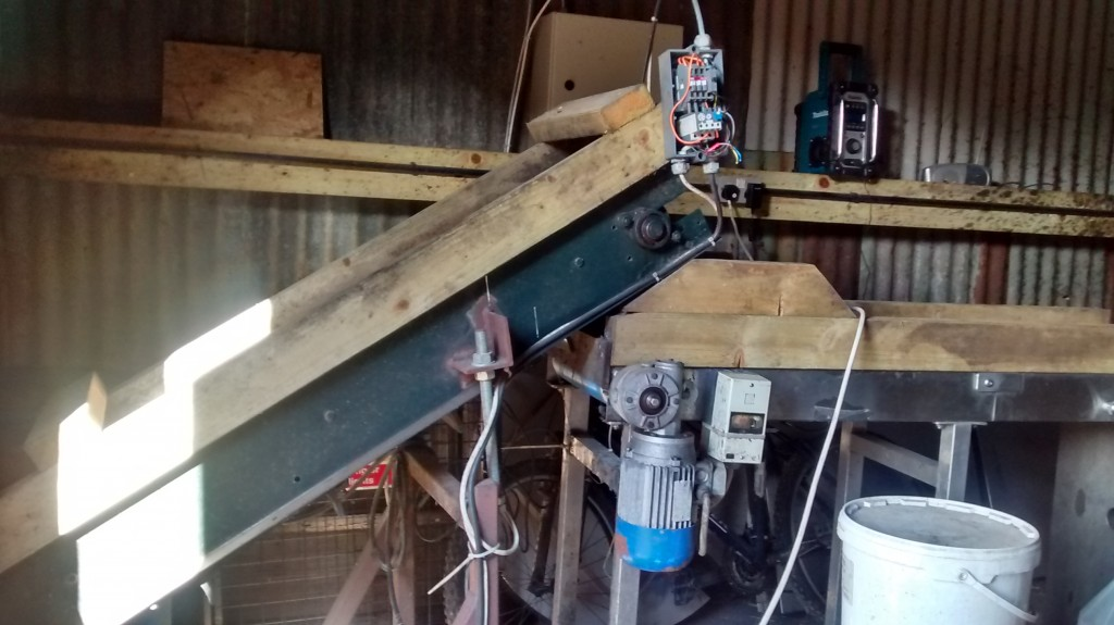 The conveyor and sorting belt – this takes the apples from the hopper and drops them into the mill's water bath