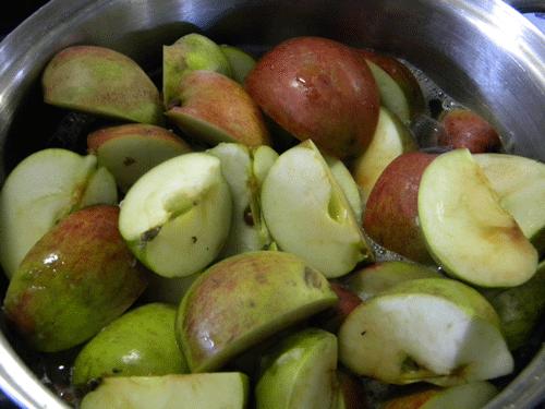 Apples in a pan